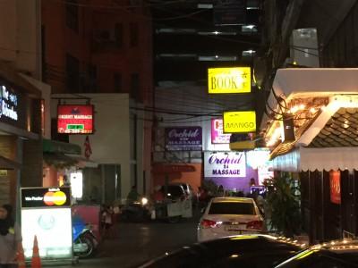 タイの風俗街で、夫の行動を尾行