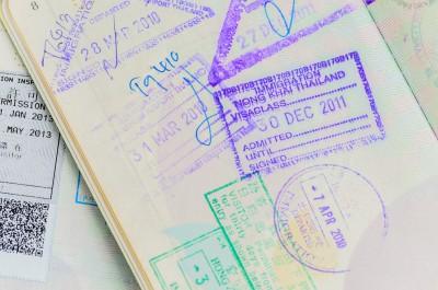 対象者のパスポート番号がわかると便利です。