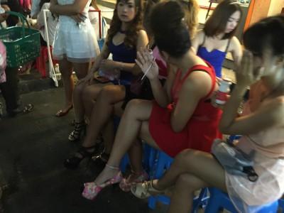 タイの売春婦に狙われる日本人高齢者